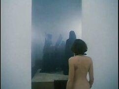 مامان در لباس یک دختر فیلم سکسی خارجی با کیفیت سیاه و سفید یک دختر نوجوان