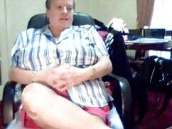 مو قرمز که در یک سیاه دانلود فیلم سوپر با کیفیت و سفید نشسته