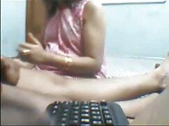مامان بیرون می آید موهای فیلم سوپر خارجی باکیفیت قرمز او و در چهره دانش آموزان برای کونای نشسته