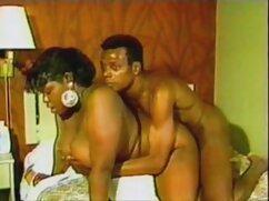 یک دختر فیلم سکسی کیفیت اچ دی با یک الاغ بزرگ نشسته در زنان در اتاق خواب