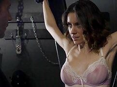 او نیش یک زن روسپی در دوربین. سکس با کیفیت خارجی