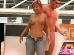 ماساژ دهنده, یک زن مهمان در اتاق دانلود فیلم سوپر با کیفیت نشیمن