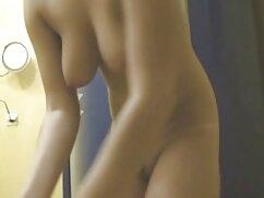 مکیدن دیک با سکس با کیفیت خارجی تقدیر در دهان زن و شوهر برای یک مرد از یک زن شانه بلند با موهای کوتاه