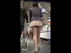 کونای ساخته شده دانلود فیلم پورن با کیفیت یک کلاه طاس برای خدمتکار در جوراب ساق بلند آن را بر روی صندلی